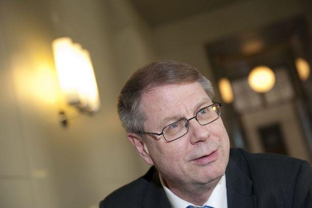 Entisen kansanedustajan Jaakko Laakson (vas) nimi nousi esiin raportissa, jossa käsiteltiin Euroopan neuvoston jäsenten korruptioepäilyjä.