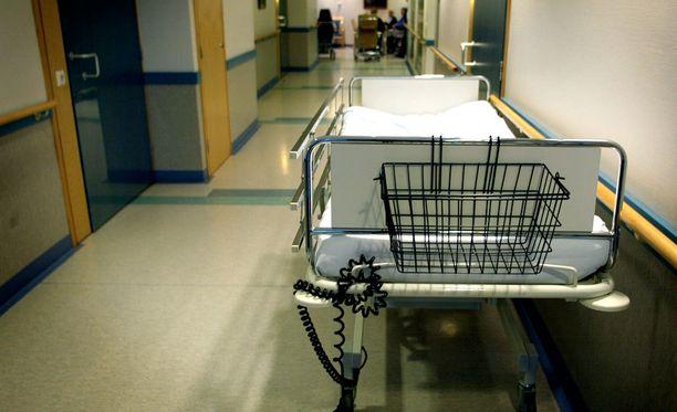 Kolmea hoitajaa epäillään yhteensä 13 rikoksesta, muun muassa vapaudenriistosta, törkeästä pahoinpitelystä ja useista pahoinpitelyistä. Kuvituskuva.