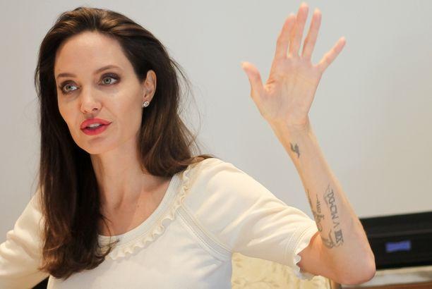 Angelina Jolie kertoi harvinaisen avoimesti elämästään tavatessaan toimittajia Los Angelesissa.