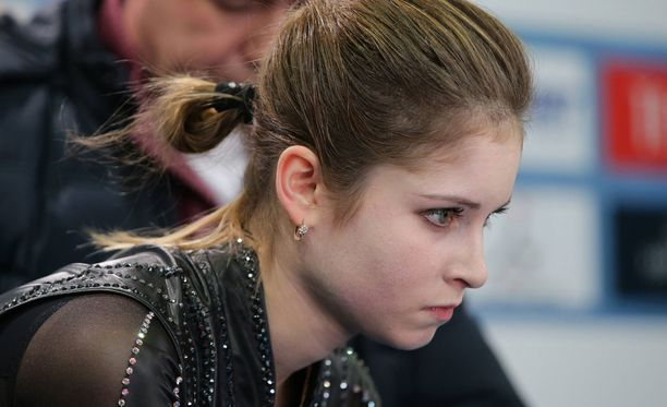 Julia Lipnitskaja joutuu lopettamaan loistavan luistelu-uransa vain 19-vuotiaana.