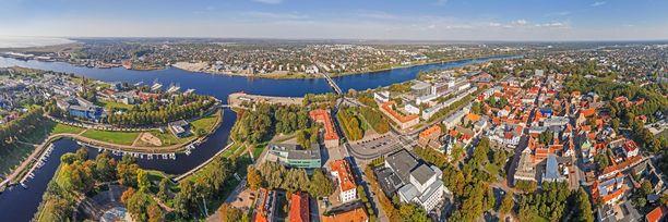 Ilmakuva Pärnun keskustasta. Pärnussa on noin 40 000 asukasta.
