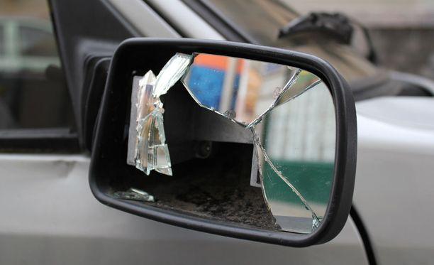 Liikennepsykologian professorin mukaan ilkivallan syynä voi olla kateus.