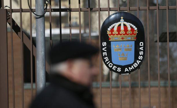 Kaksi ruotsalaisdiplomaattia saa lähetä Moskovasta.