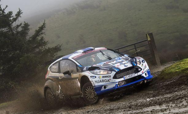 Kalle Rovanperä ajaa Walesissa uransa ensimmäistä MM-rallia. Allaan hänellä on R5-luokiteltu Ford Fiesta.