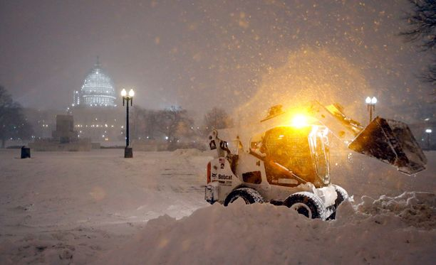 Lumimyrsky on iskenyt myös Washingtoniin.