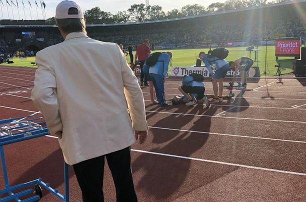 Martti Siikaluoma mätkähti kentän pintaan miesten 5 000 metrin kisan jälkeen.