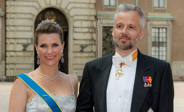 Prinsessa Märtha Louise ja puoliso Ari Behn olivat häävieraina Ruotsin prinsessa Sofian ja prinssi Carl Philipin häissä viime kesänä.