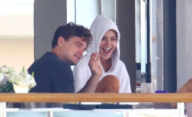 DiCaprio ja Morrone näyttävät viihtyvän hyvin yhdessä. Pari on tuntenut toisensa reilut puoli vuotta.
