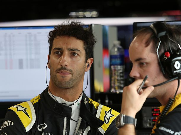 Daniel Ricciardo sai aika-ajoissa Renault-moottorinsa ERS-järjestelmään sallittua enemmän lisätehoa.