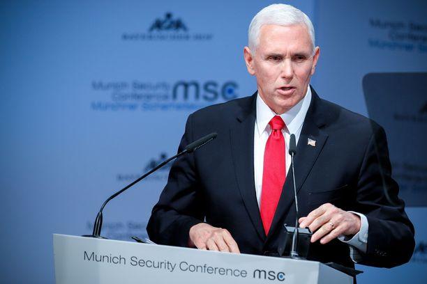 Yhdysvaltain varapresidentti  piti lauantaina erittäin kovasanaisen puheenvuoron, jossa hän vaati Eurooppaa irtautumaan Iranin ydinsopimuksesta kuten amerikkalaiset ovat tehneet.