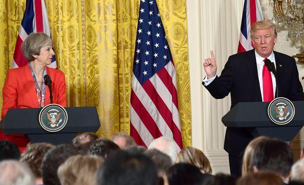 Yhdysvaltain presidentti ja ja Britannian pääministeri Theresa May korostivat maidensa erityistä suhdetta Valkoisessa talossa perjantaina.