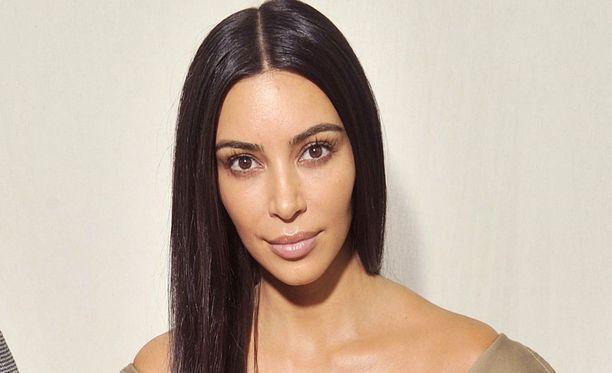 Kim Kardashian ei ole itse kommentoinut sairastumisväitteitään.