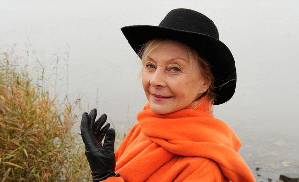 Seela pukeutui räiskyvän oranssiin vuonna 2008.