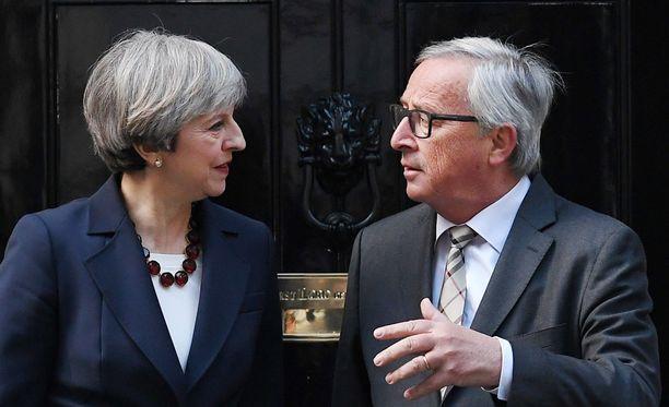 Britannian pääministeri Theresa May tapasi keskiviikkona EU-komission puheenjohtajan Jean-Claude Junckerin Lontoossa.
