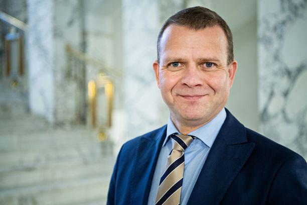 Viilsikö vanhustenhoidon skandaali kuitenkin Petteri Orpon teflonia, kysyy Jyrki Vesikansa.