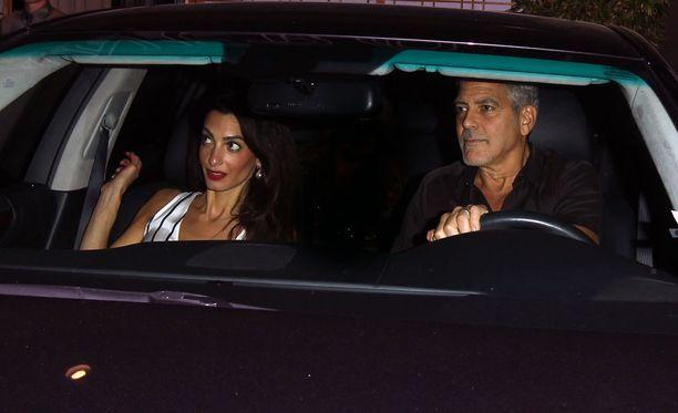 Amal ja George Clooney saapuivat illastamaan kalifornialaiseen sushi-ravintolaan.