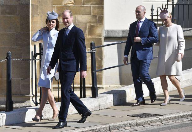 Herttuatar Catherine, prinssi William ja Mike Tindall ja Zara Phillips  kulkivat peräkanaa kirkkoon.