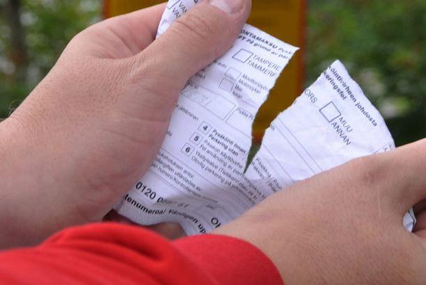 Parkkisakkojen repimisestä koitui kallis lasku (kuvituskuva).