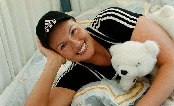 Marianne Kiukkonen sai tuntuvat sakot tuttavansa tietojen katselusta. Kuva vuodelta 2001.