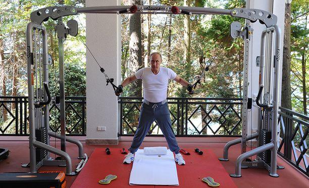 - Kuntosalilla käyn päivittäin, kehuu Putin kuntoiluharrastustaan.