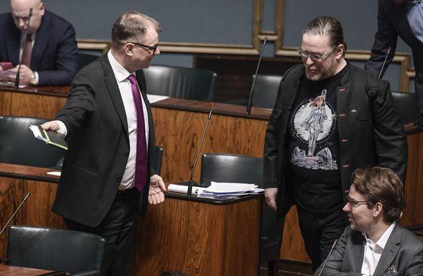 Eduskunnassa käytiin keskiviikkona sote-uudistusta koskeva lähetekeskustelu. Kuvassa pääministeri Juha Sipilä (kesk), Jyrki Kasvi (vihr) ja Ville Niinistö (vihr).