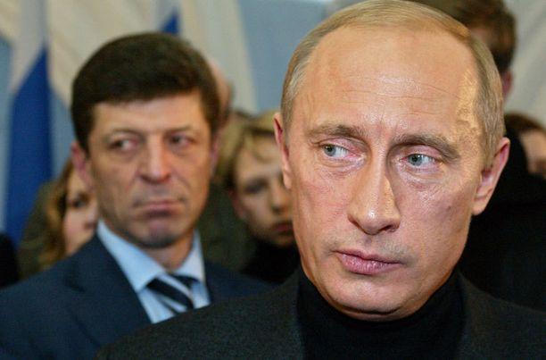 Ensimmäisen presidenttikautensa puolivälissä vuonna 2004 vastuunkanto alkoi viimeistään näkyä Putinin kasvoilla.
