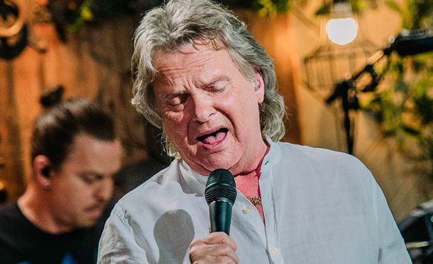 Pepe Willbergin tulkinta Yölaulu-kappaleesta kosketti Ellinooraa.