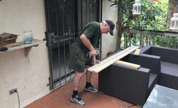 Amerikansuomalainen Jorma Puranen on jo valmiina hurrikaanin tuloon.