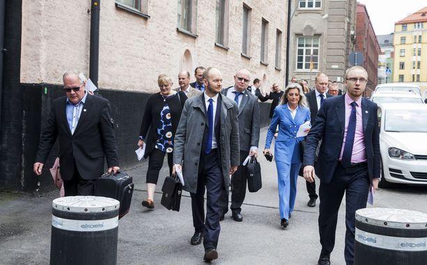 Kaj Turunen, Sampo Terho ja kumppanit marssivat ulos perussuomalaisista ja perustivat Sinisen tulevaisuuden kesäkuussa 2017.