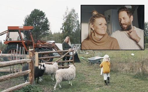 """Espoolaisperhe hylkäsi kaupungin ja muutti vanhalle maatilalle: """"Meillä ei ole suihkua"""""""