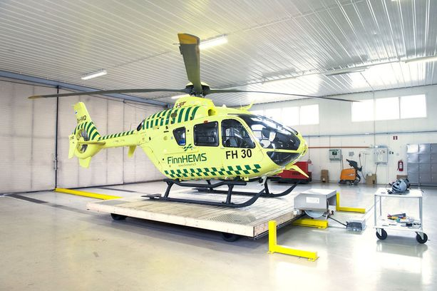 Ilmassa ollutta ambulanssihelikopteria häirittiin laservalolla sunnuntaiyönä. Arkistokuva.