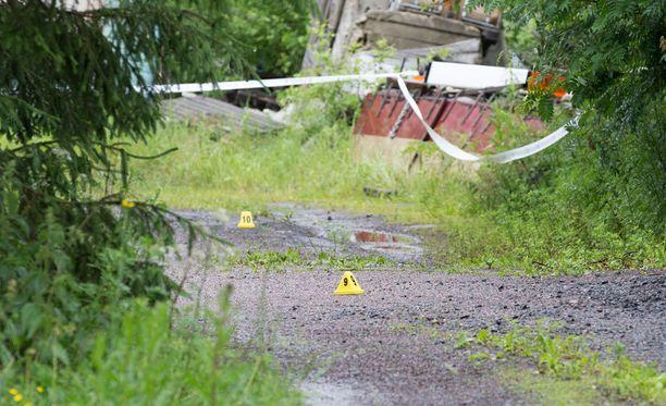 Poliisi tutkimassa tapausta lauantaina Vihdissä.