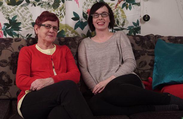 Viime kaudellakin ruutuun saatiin uusia kommentaattoreita, kuten äiti ja tytär Marja ja Eija.