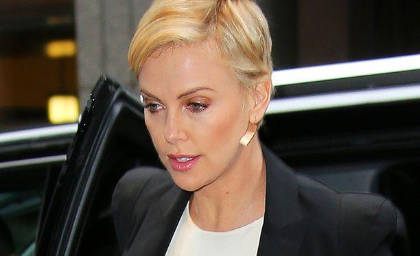 Charlize Theron tähdittää tuoretta Mad Max: Fury Road -elokuvaa.