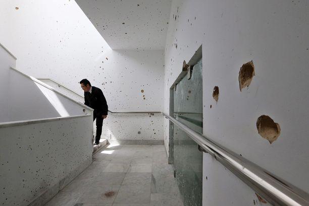Asemiehet surmasivat yli 20 ihmistä Bardo-museossa Tunisin keskustassa. Museo avattiin luodinreikineen päivineen yleisölle perjantaina.