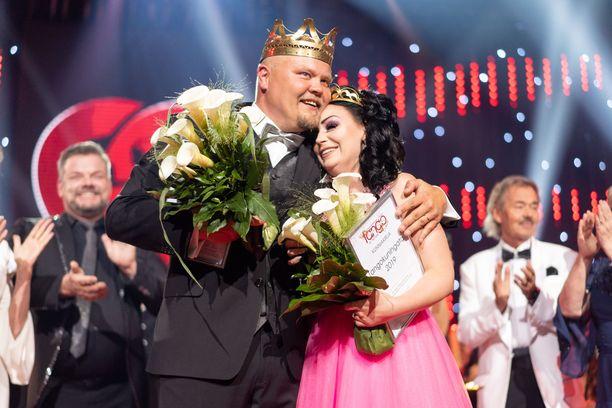 Johannes Vatjus halasi Tangokuningatar Pirita Niemenmaata lauantai-iltana finaalin jälkeen.