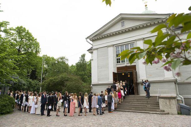 Helsingin vanha kirkko on Tuomiokirkkoseurakunnan suosituin vihkikirkko. Avioliittoon siunataan ja vihitään kirkossa kesäkuukasina peräti 98 paria