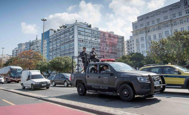 Rion kaduilla on paljon poliiseja, mutta turvallisuus ei silti ole taattua.