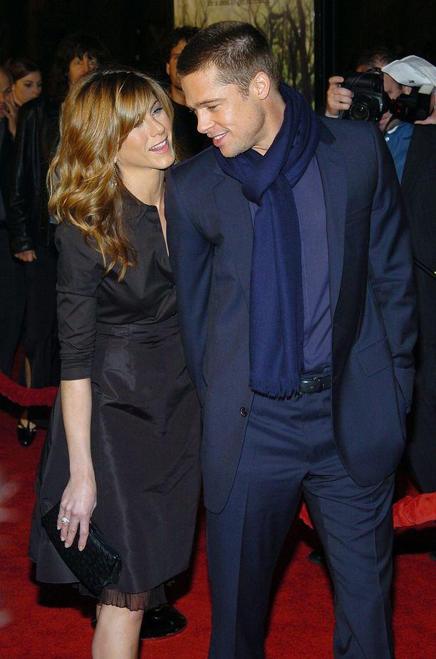 Jennifer Anistonin ja Brad Pittin liittoa pidettiin onnellisena. Valokuva vuodelta 2004.