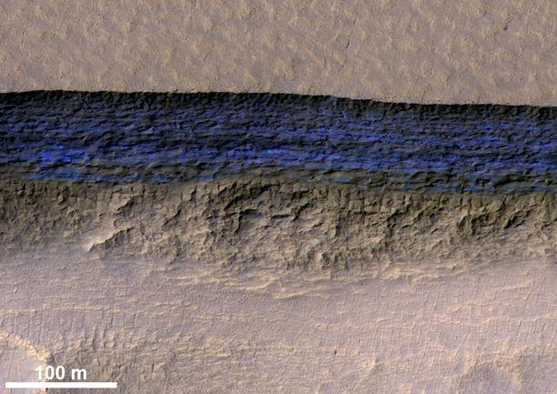 Jäätä löytyi paljastuneena rinteestä, josta sitä olisi periaatteessa helppo saada.