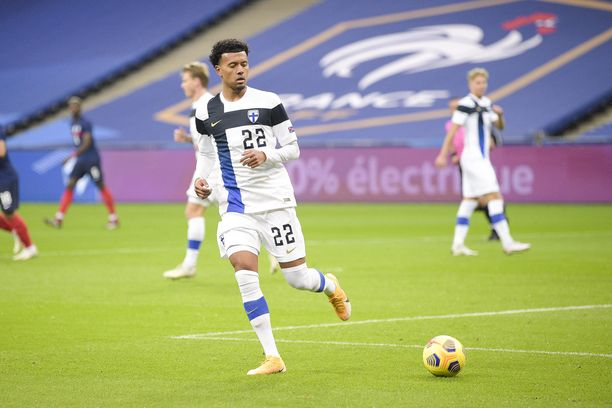 Nicholas Hämäläinen pelaa Huuhkajien lisäksi Queens Park Rangersissa.
