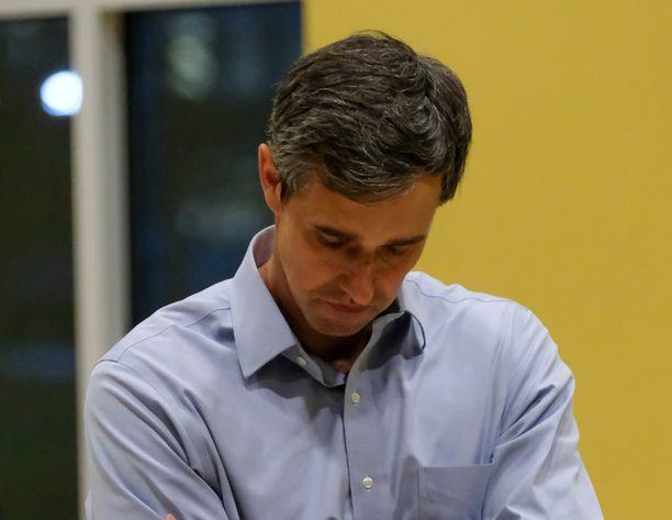Demokraattipuoluetta edustava Beto O'Rourke ei saanut vaalikampanjaansa lentoon. O'Rourke arkistokuvassa.