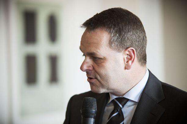 Pormestariehdokas Jan Vapaavuori (kok) on muiden kokoomusvaikuttajien kanssa lupaamassa, että suurimmat kaupungit lähtevät yhteiseen taistoon julkisten rakennusten homeongelmia vastaan, jos niiden asema sote-uudistuksessa turvataan.