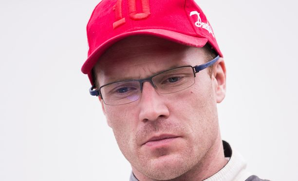 Jari-Matti Latvala ajaa Toyotan autolla.