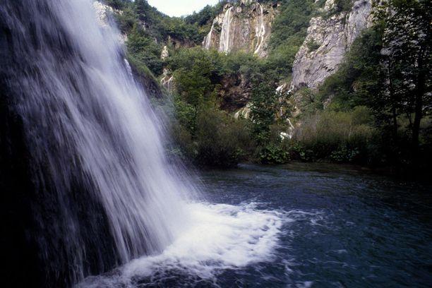 Plitvicen kansallispuisto kuuluu Unescon maailmanperintöluetteloon.