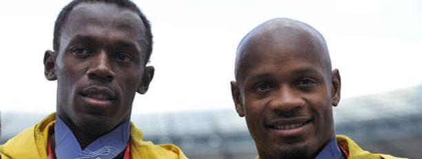 Usain Bolt oli Zürichissä hätää kärsimässä maamiehensä Asafa Powellin kanssa.