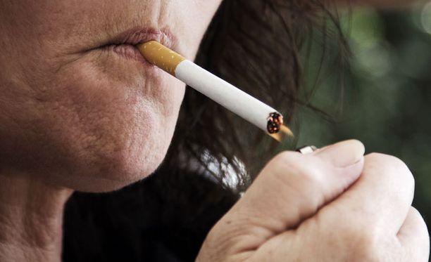 Tupakointi ja tupakansavulle altistuminen lisäävät keuhkoputkien supistumisherkkyyttä.