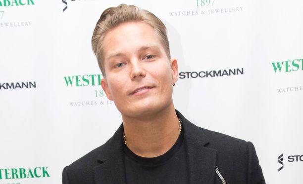 Jare Tiihonen siirtyy ravintolabisnekseen.