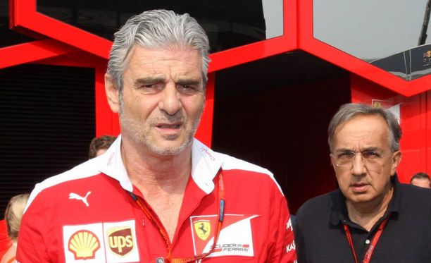 Takana luuraava Sergio Marchionne yrittää hiillostaa Maurizio Arrivabenen johtamaa F1-tallia GP-voittoihin.