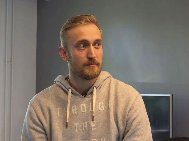 Jääkiekkoilija Sami Sandellin ura on vaakalaudalla polvivamman takia.